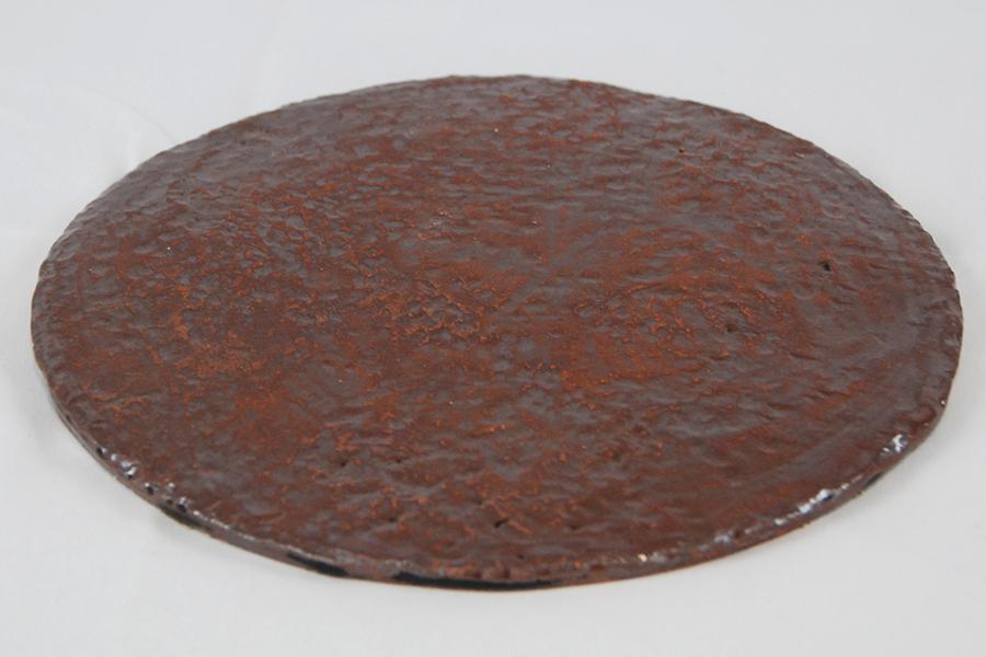 Plaque ronde pour poser des kokedamas, émaillé rouge rouille.