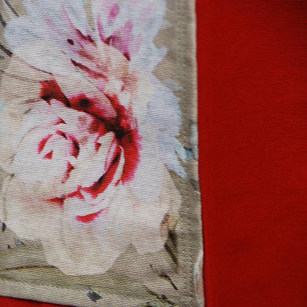tablier en tissu épais rouge uni avec poches aux motifs floraux